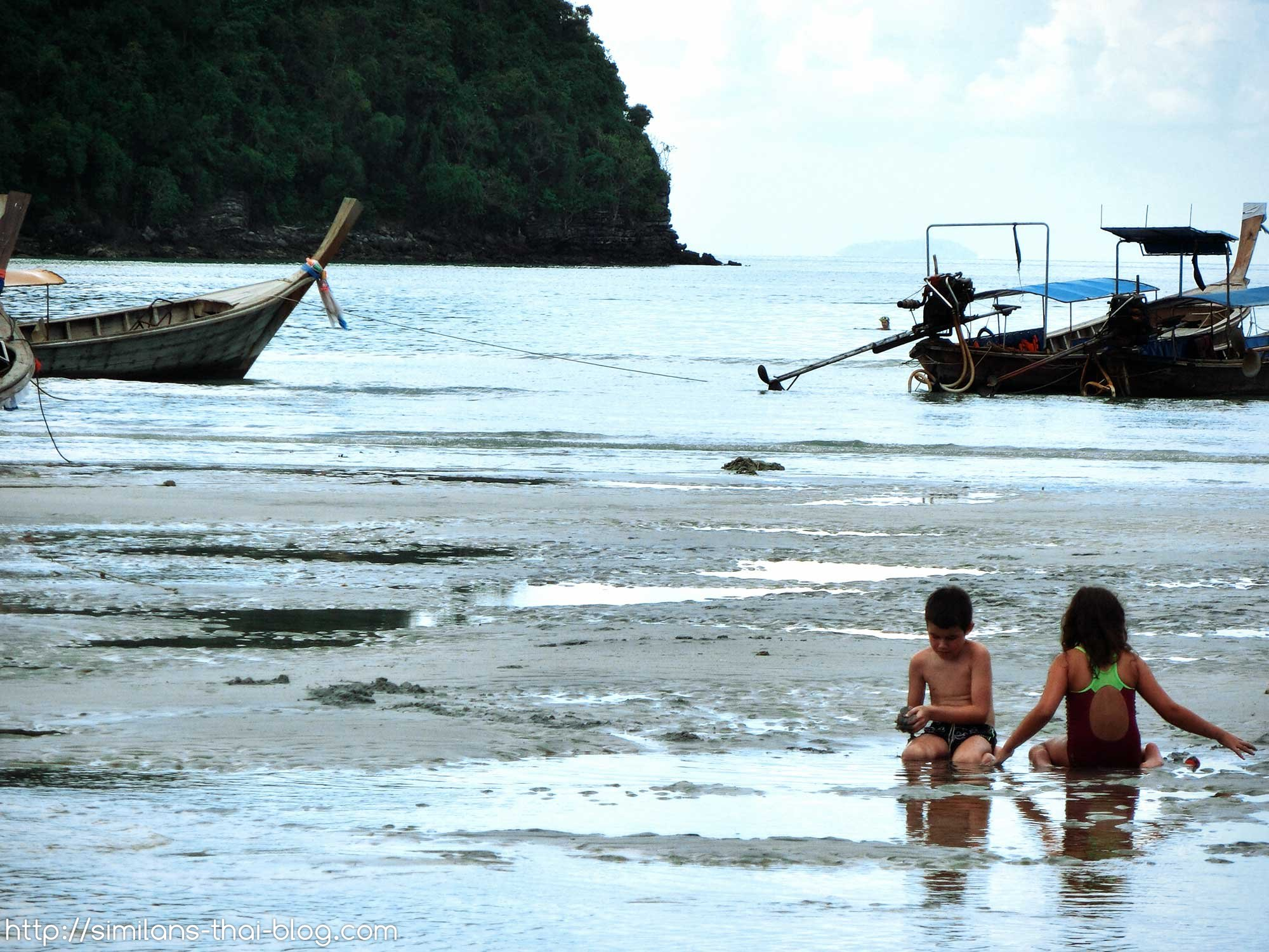 kids-playing-on-koh-phi-phi