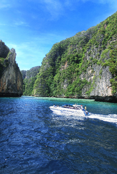 Speed Boat vor Mu Ko Phi Phi Island